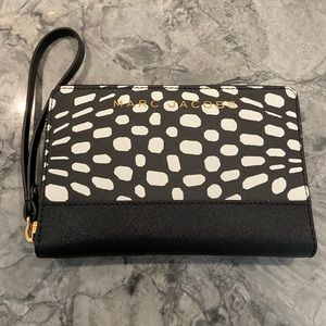 Brand New Marc Jacobs Leather Phone Wristlet